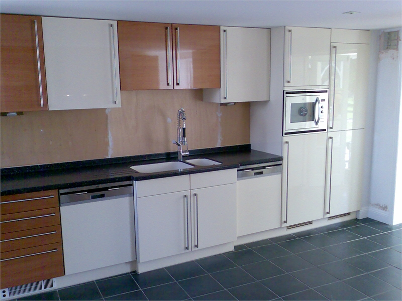 S o 39 neill electrical ltf fitted kitchen 2 gallery page for Fitted kitchens