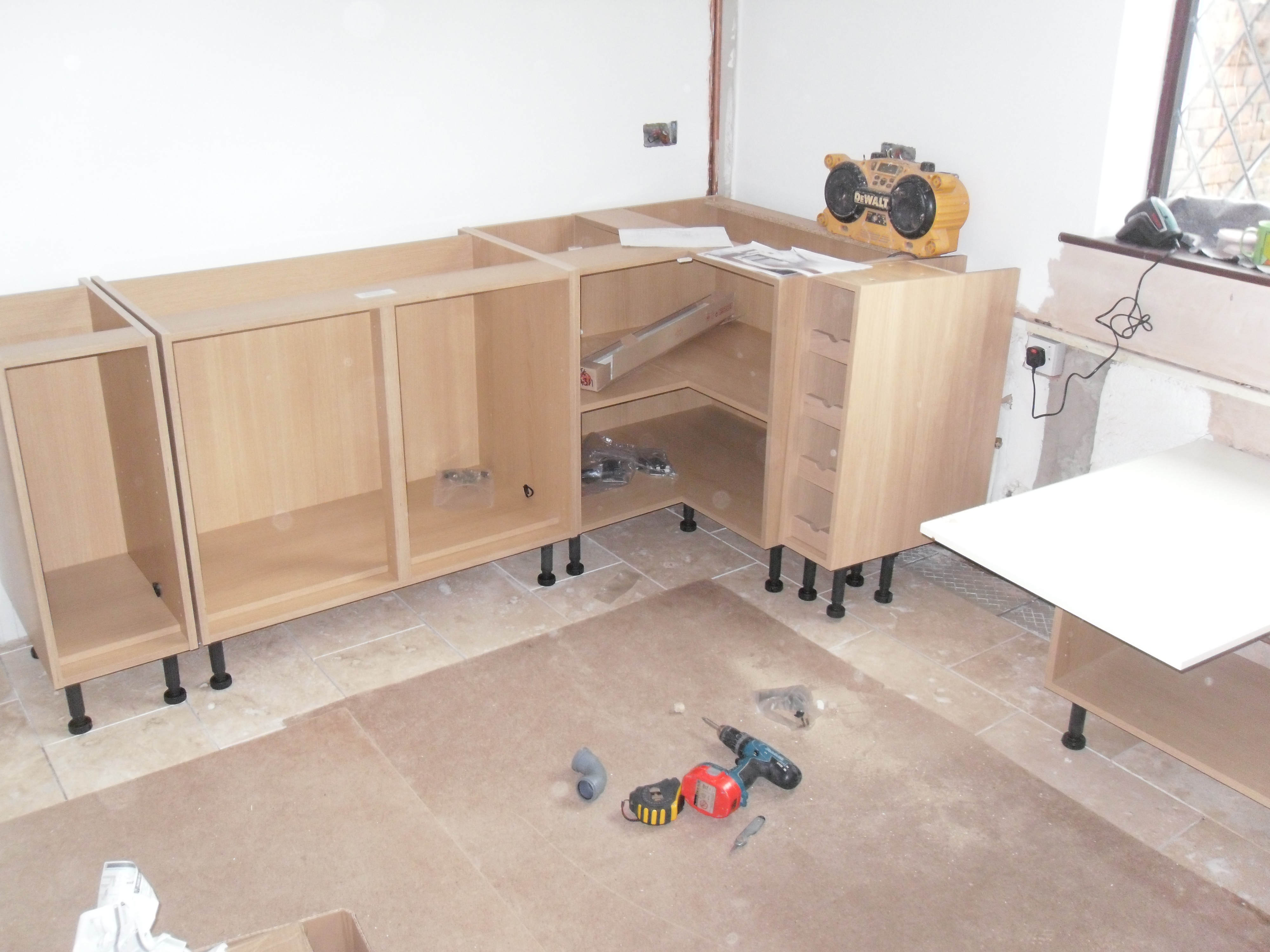S o 39 neill electrical ltd fitted kitchen 8 gallery for Fitting kitchen units